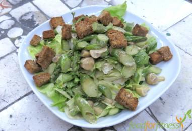 Veganes Rezept: Grüner Salat mit Champignon – Spargel – Ragout