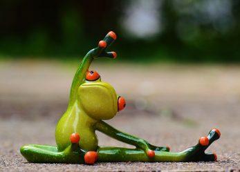 Gegen Nacken- und Schulterschmerzen: Yoga im Büro