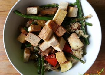 Quinoa mit Gemüse und Tofu