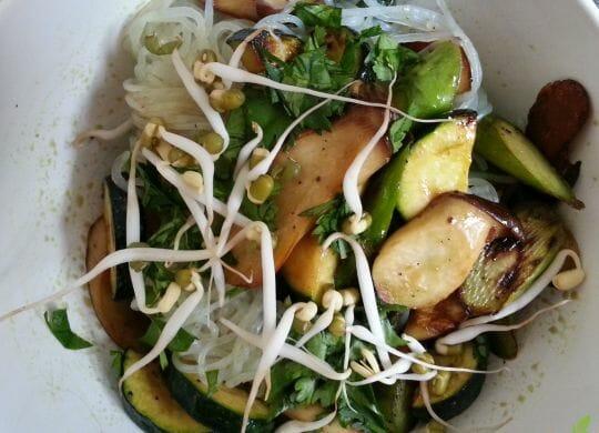Rezept mit Konjak Nudeln und Gemüse.