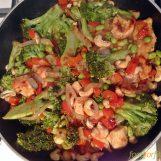 Cashew Hähnchen mit reichlich Gemüse