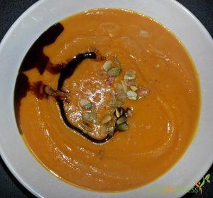 Fertige Kürbis-Karotten-Ingwer-Suppe. Bon Appetit!
