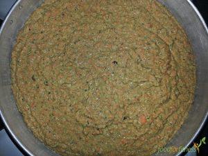 Die Kuchenmasse, bevor sie im Ofen verschwindet.